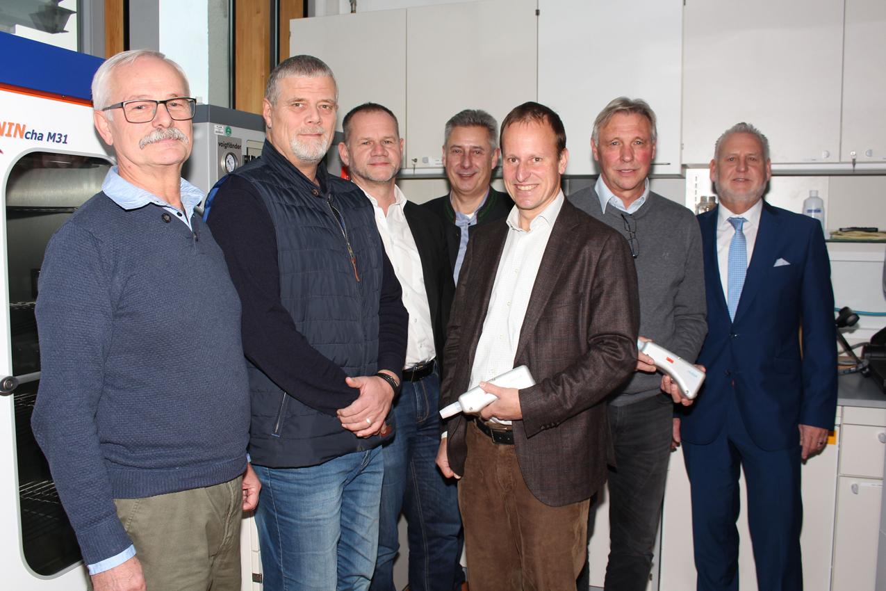 www.fb06.fh-muenchen.de/fb/images/img_upld/nachrichten/cyanacrylatbedampfung_peter_leibl.jpg