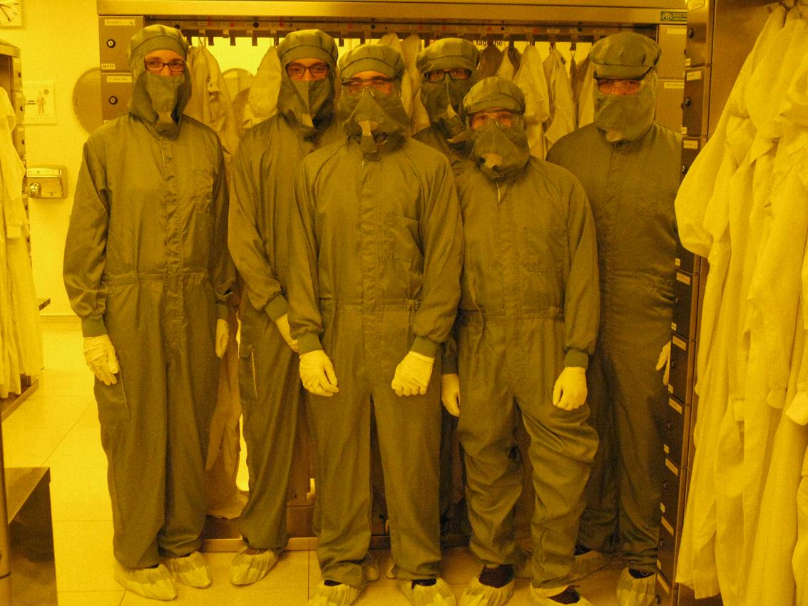 www.fb06.fh-muenchen.de/fb/images/img_upld/nachrichten/exkursion_texasinstrumentsimreinraum.jpg
