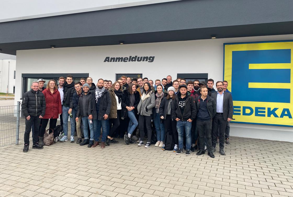 www.fb06.fh-muenchen.de/fb/images/img_upld/nachrichten/exkursion_zu_edeka_logistikzentrum_nov2019_diesch.jpg